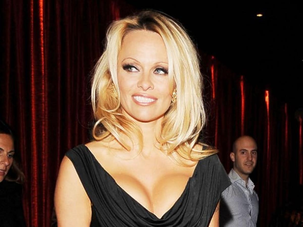 ALLONS_1000715_Pamela Anderson 05.jpg
