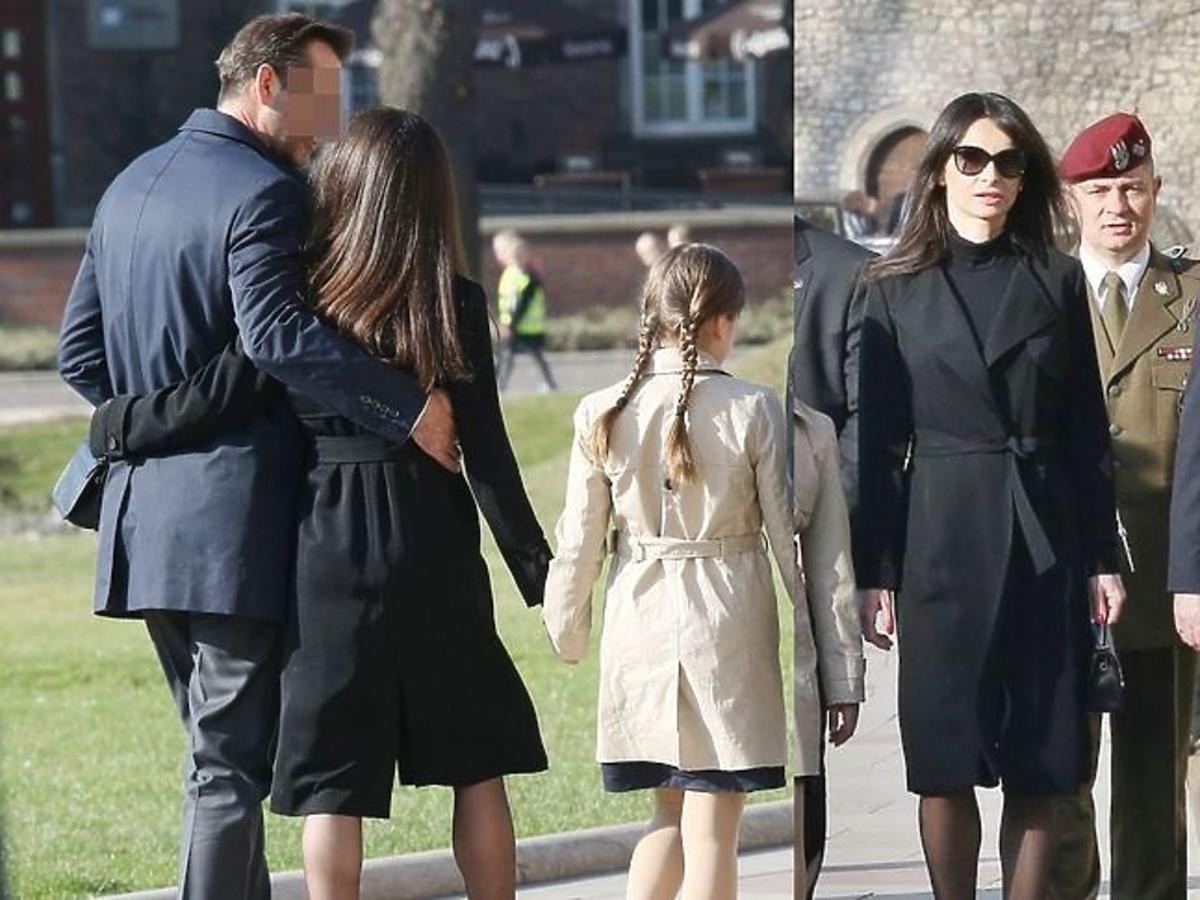 Andrzej Duda i Marta Kaczyńska z córkami i partnerem odwiedzili grób Marii i Lecha Kaczyńskich