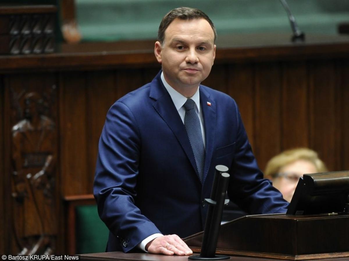 Andrzej Duda w granatowym garniturze
