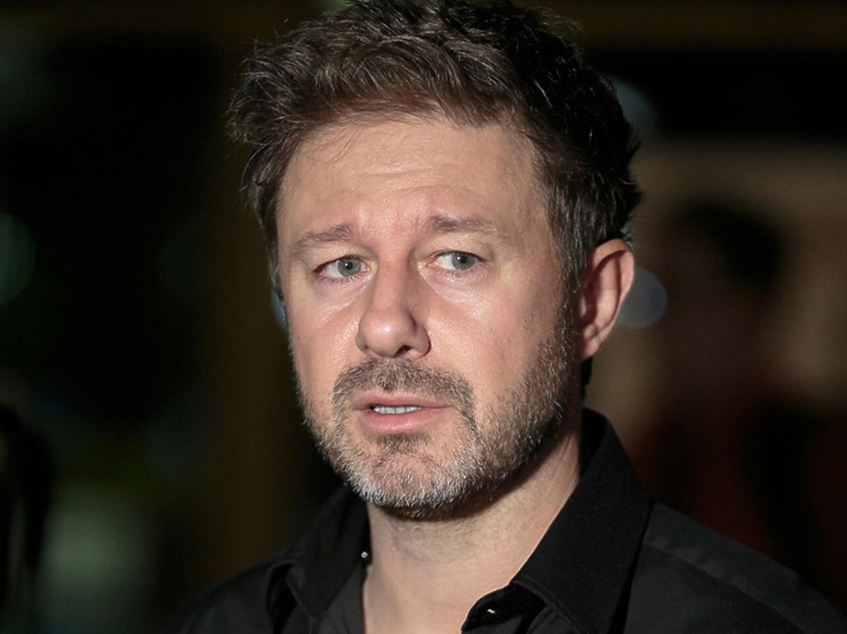 Andrzej Piaseczny w czarnej koszuli