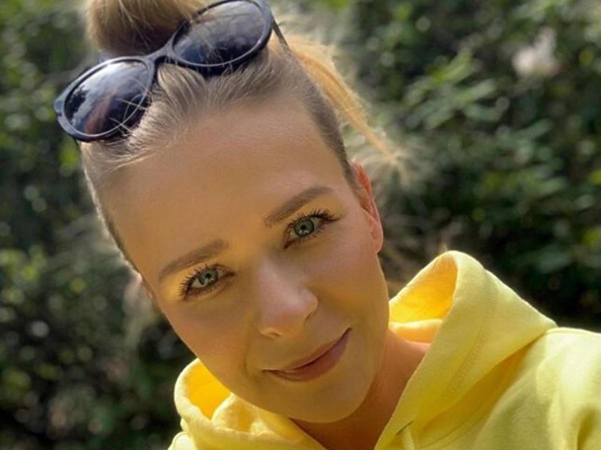 Aneta Zając w żółtej bluzie