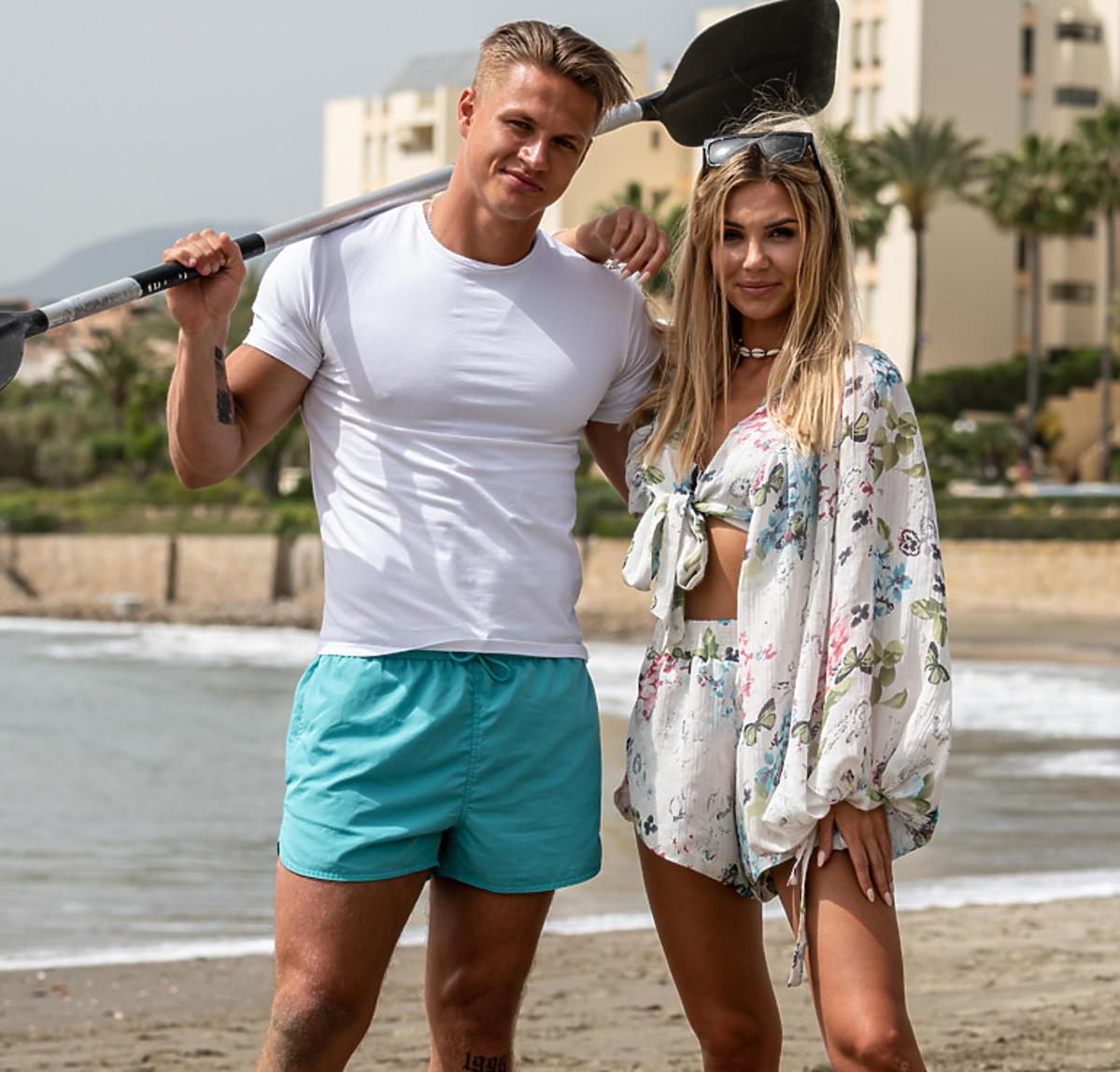 Angela i Arsen na plaży w programie
