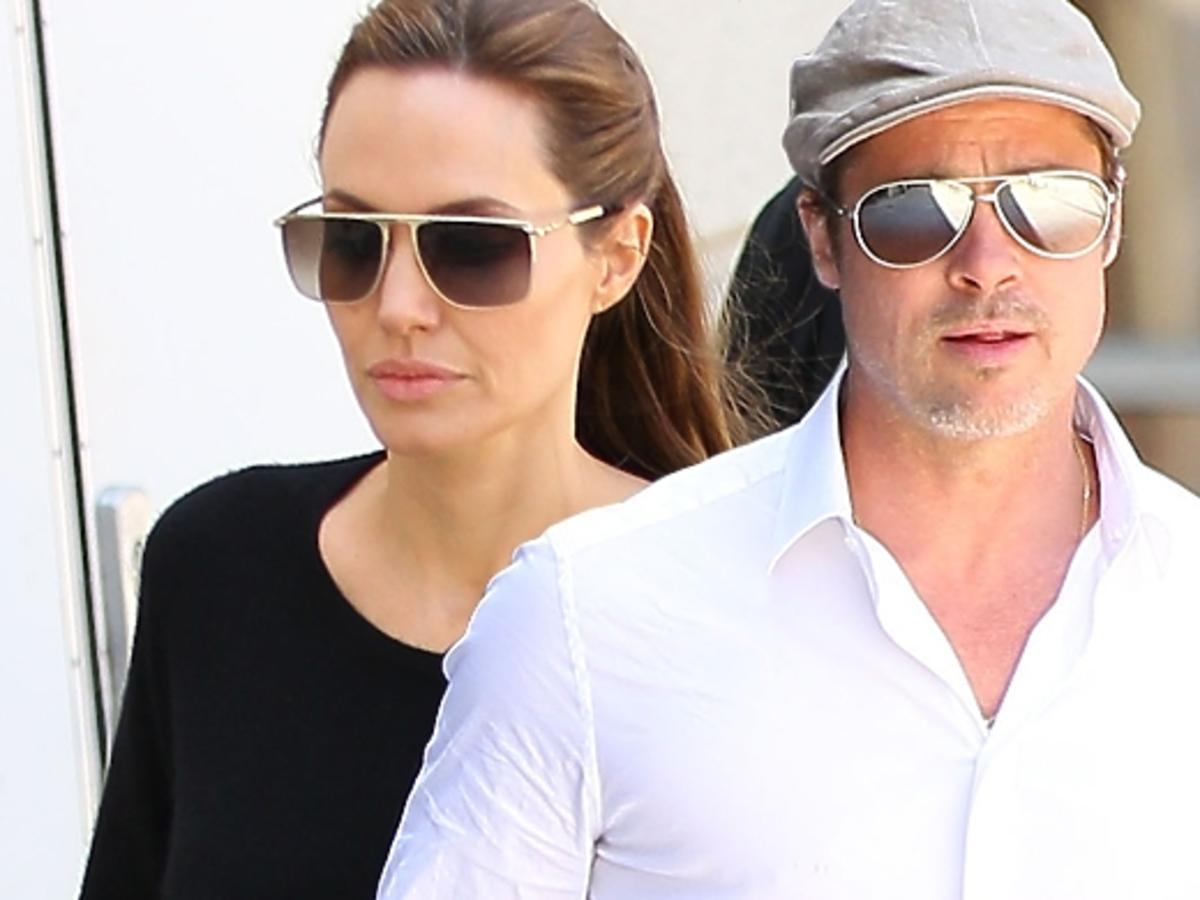 Angelina Jolie i Brad Pitt z dziećmi na lotnisku