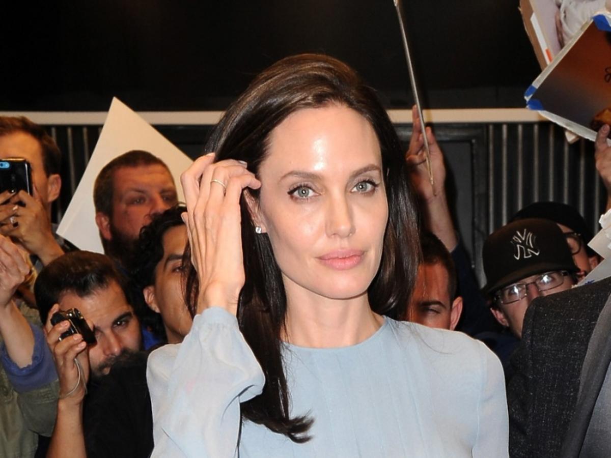 Angelina Jolie w błękitnej sukience