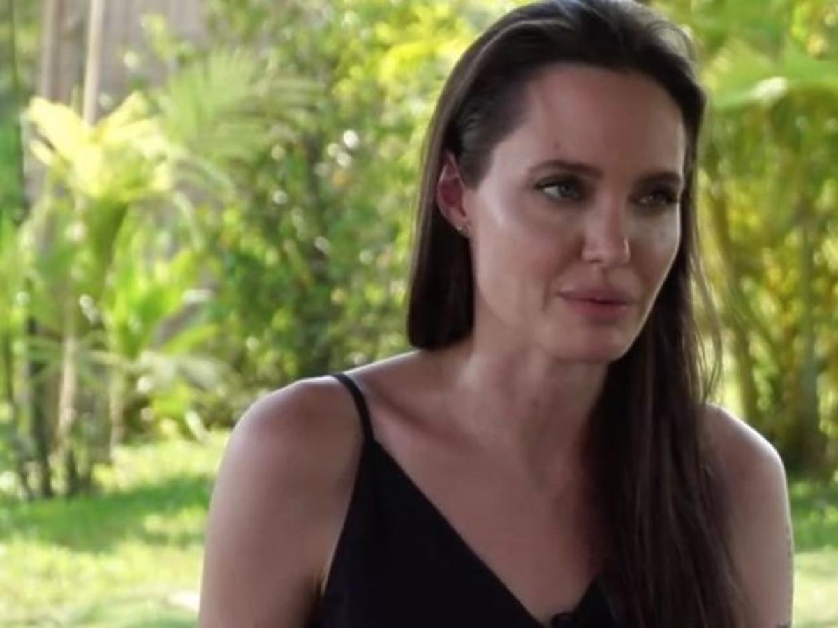 Angelina Jolie w rozpuszczonych włosach