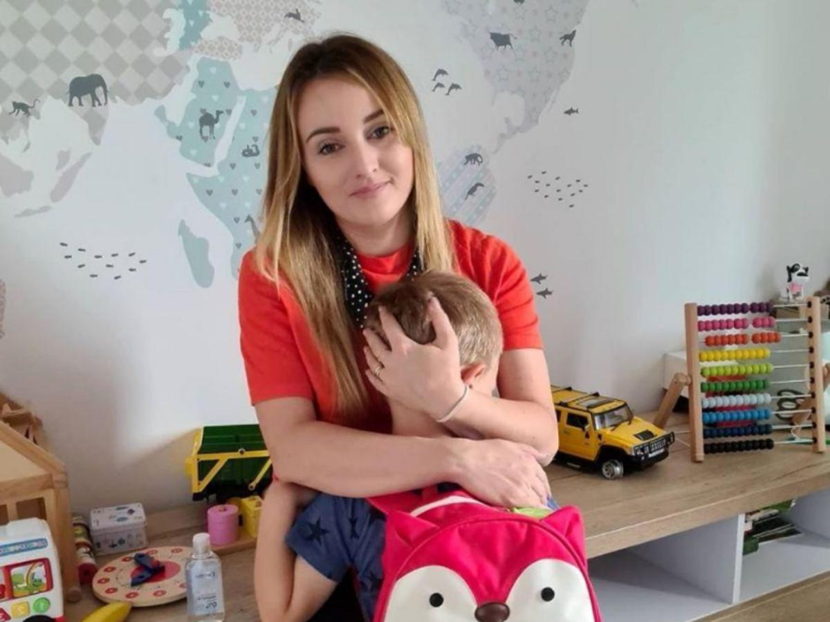 Ania Bardowska przytula syna