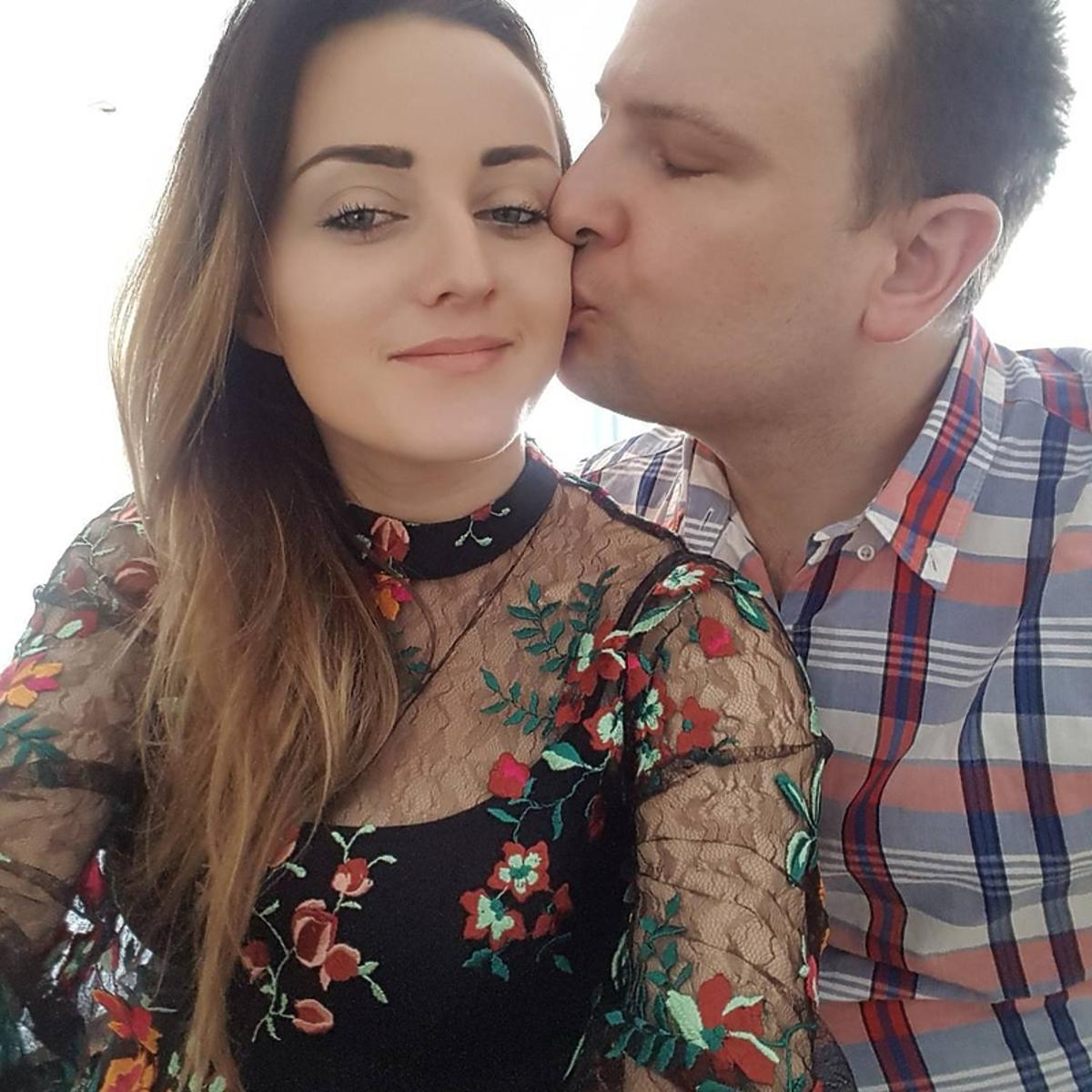 Ania i Grzegorz Bardowscy całują się