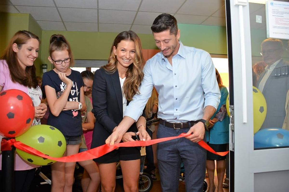 Ania i Robert Lewandowscy w Centrum Zdrowia Dziecka