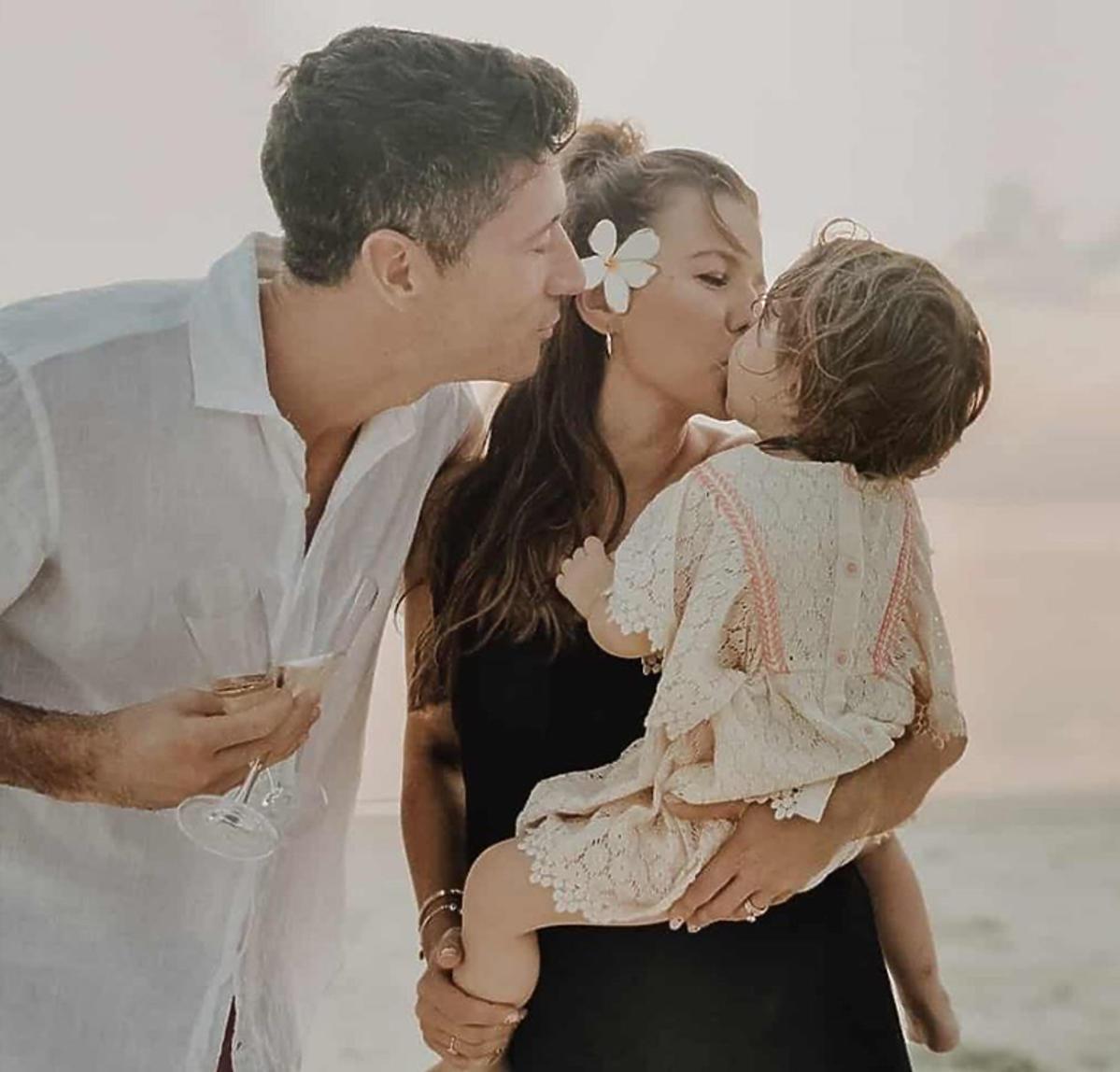 Ania Lewandowska z córką i mężem