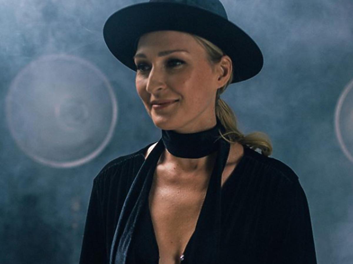 Anita Lipnicka w czarnym kapeluszu na Instagramie