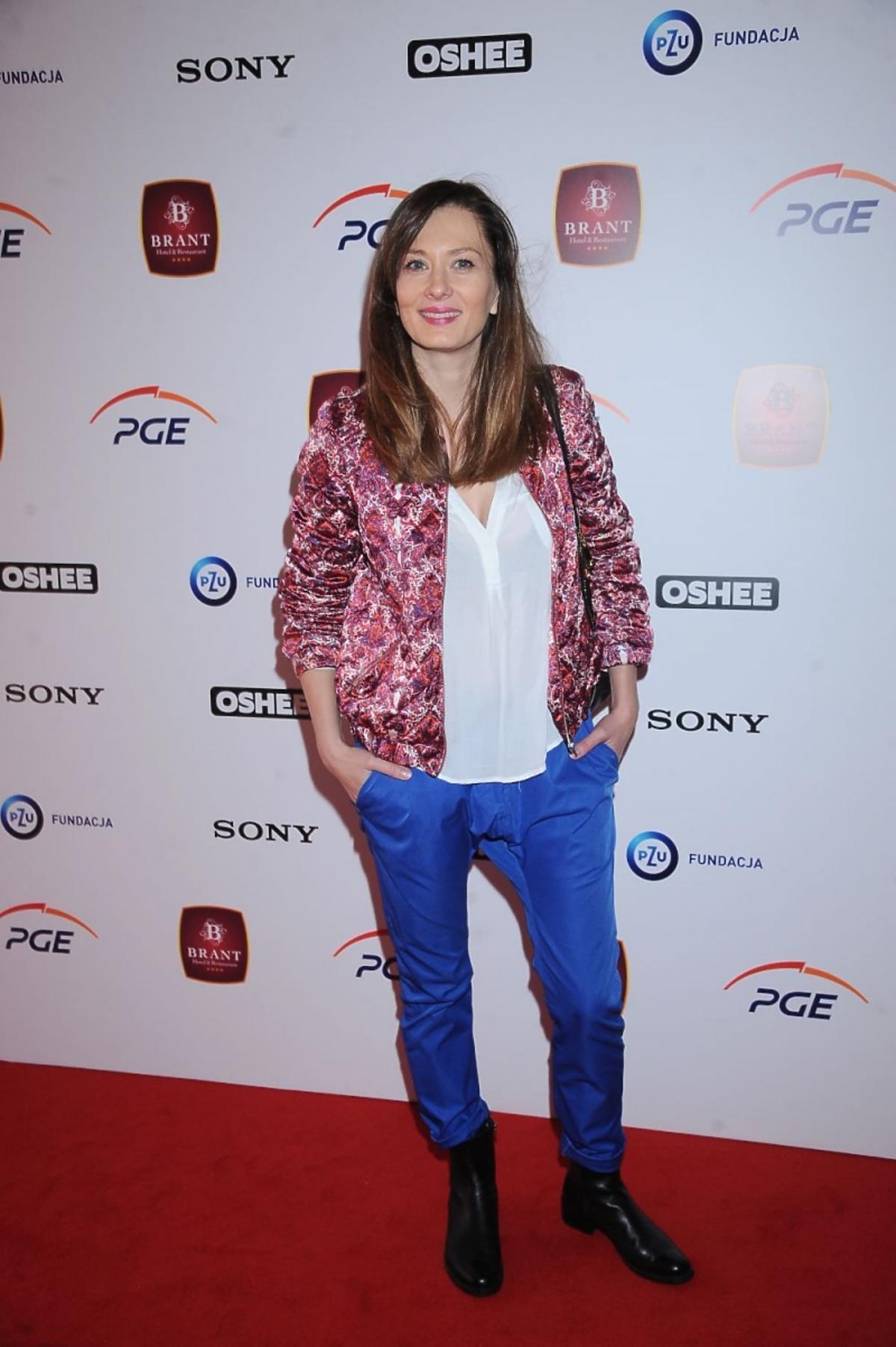 Anita Sokołowksa w niebieskich spodniach