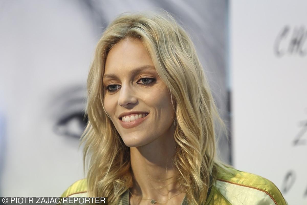 Anja Rubik z falowanymi włosami
