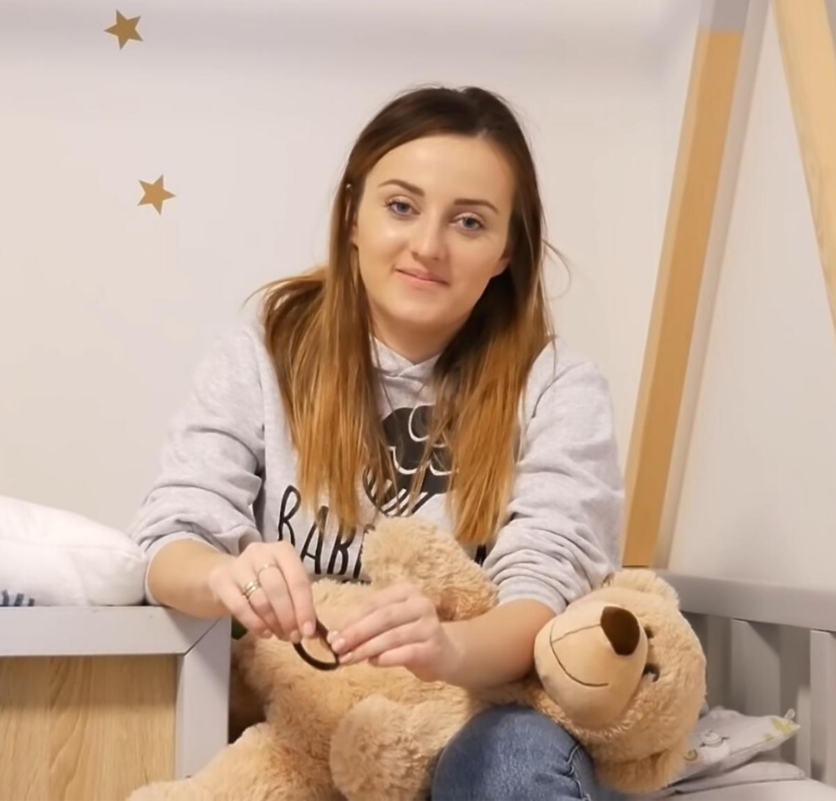 Anna Bardowska w bluzie
