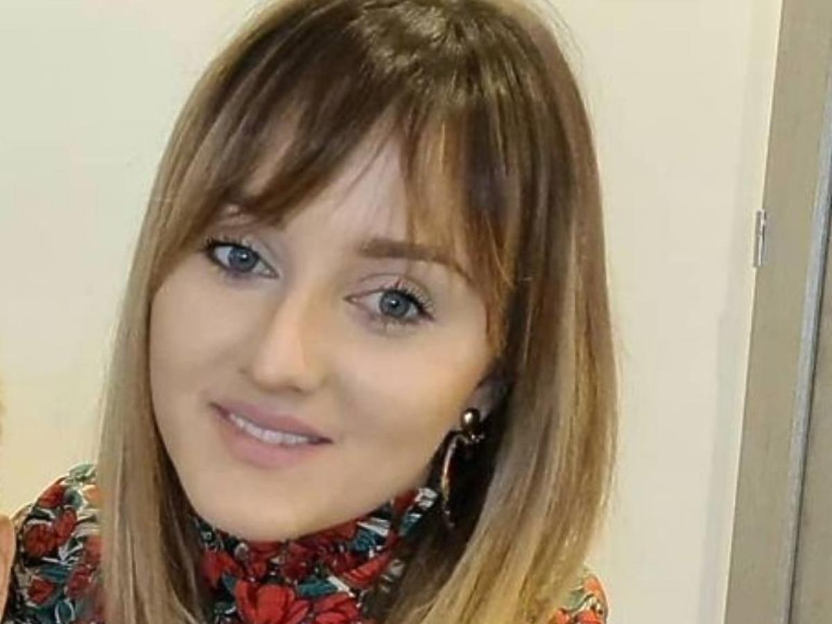 Anna Bardowska w czerwonej sukience w kwiaty