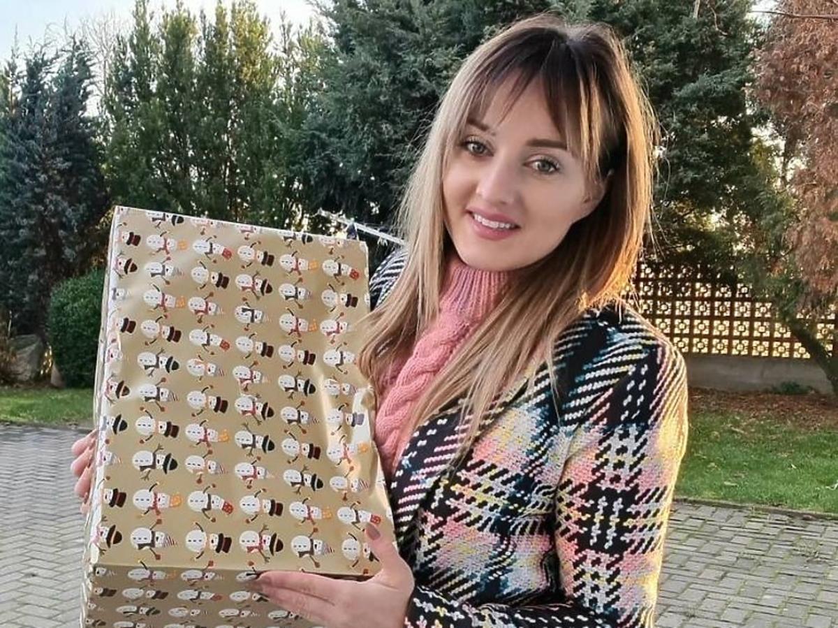 Anna Bardowska z Rolnik szuka żony w płaszczu w kratę Mosquito
