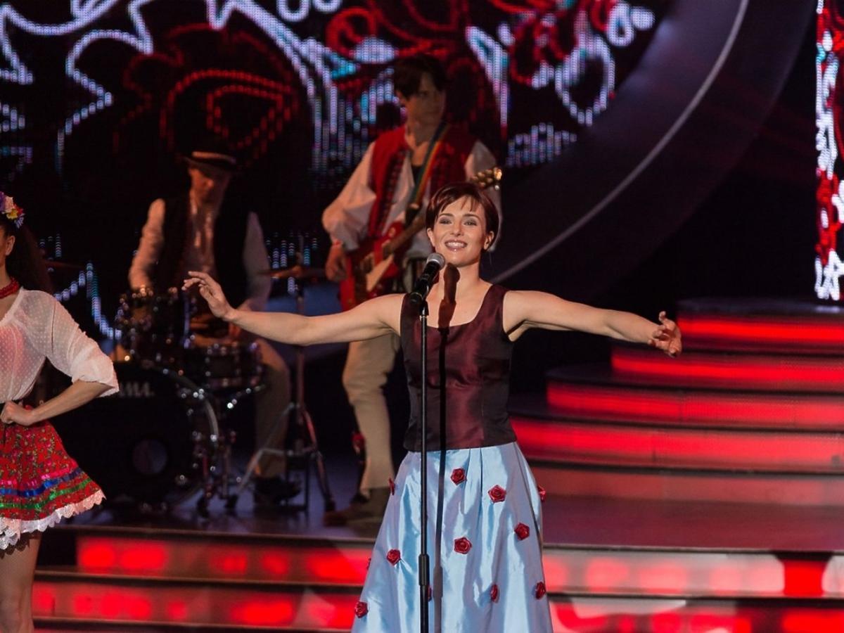 Anna Czartoryska-Niemczycka jako Halina Mlynkova w Twoja Twarz Brzmi Znajomo