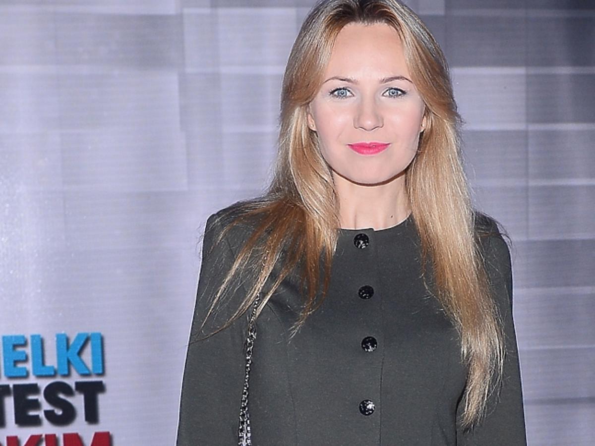 Anna Guzik z pomalowanymi ustami