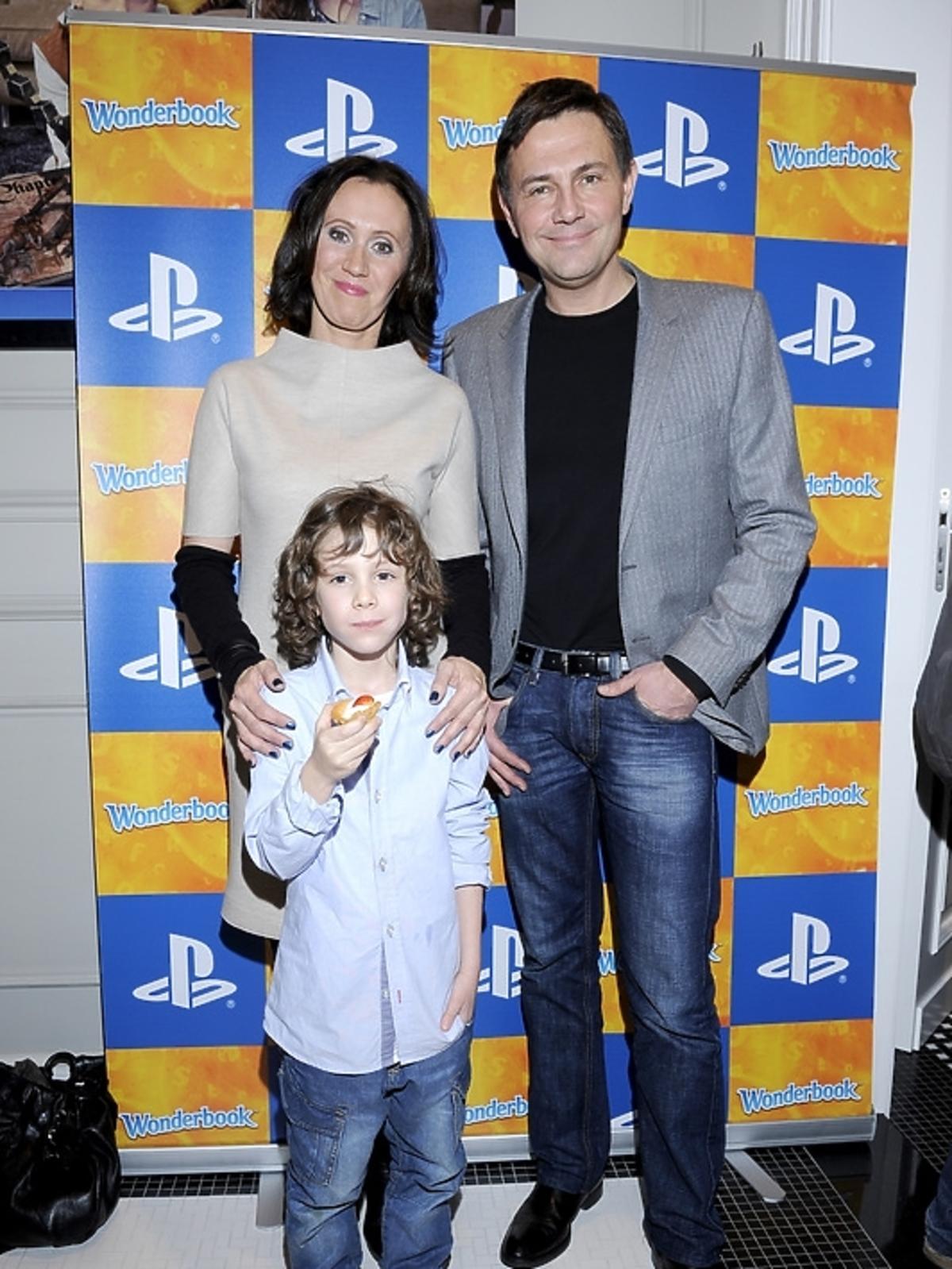 Anna Ibisz z synem i Krzyszto Ibisz na premierze PlayStation 3 - Wonderbook: Księga Czarów