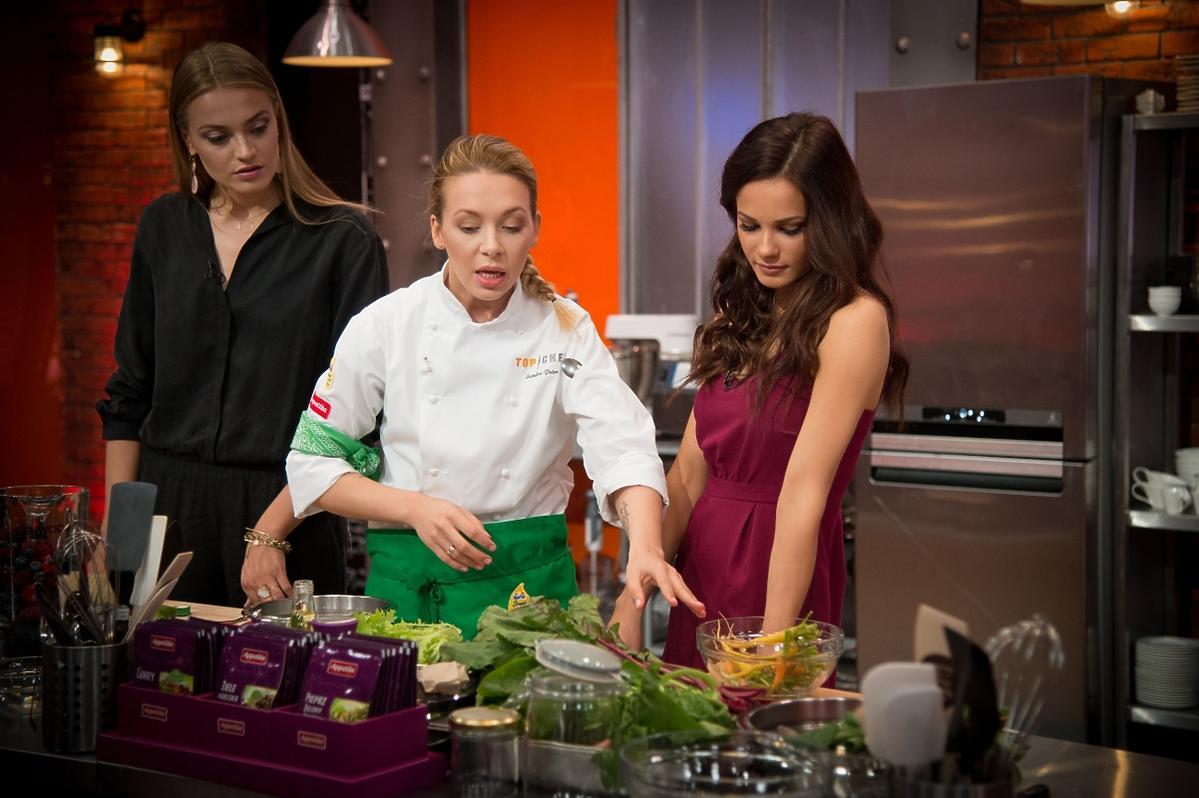 Anna Jagodzińska i Natalia Szroeder w kuchni