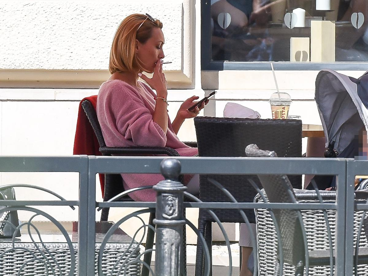 Anna Kalczyńska przyłapana na paleniu papierosów