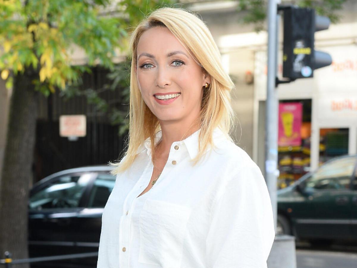 Anna Kalczyńska w białej koszuli