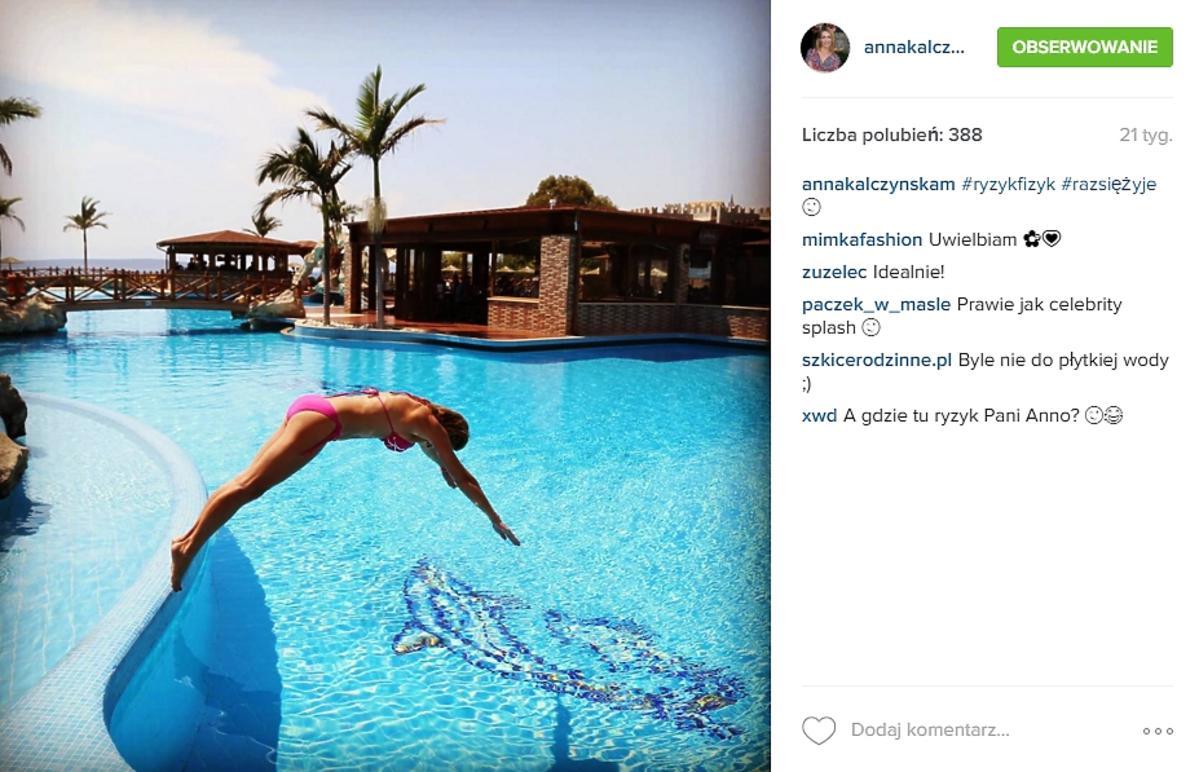 Anna Kalczyńska w kostiumie kąpielowym