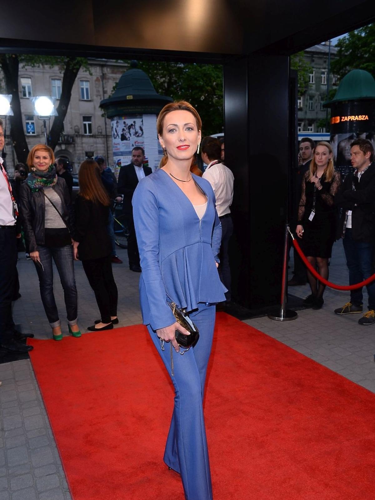 Anna Kalczyńska w niebieskich spodniach