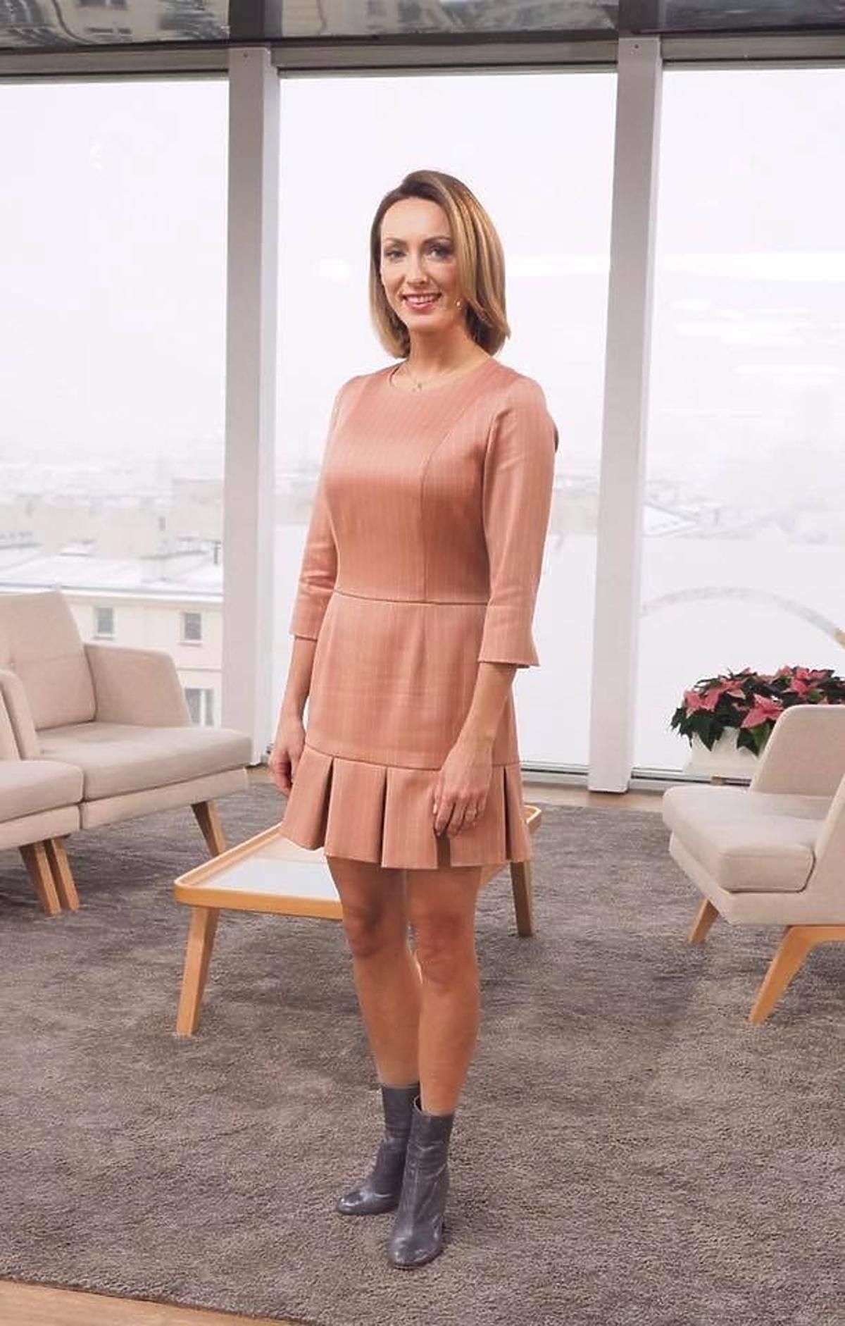 Anna Kalczyńska w różowej sukience