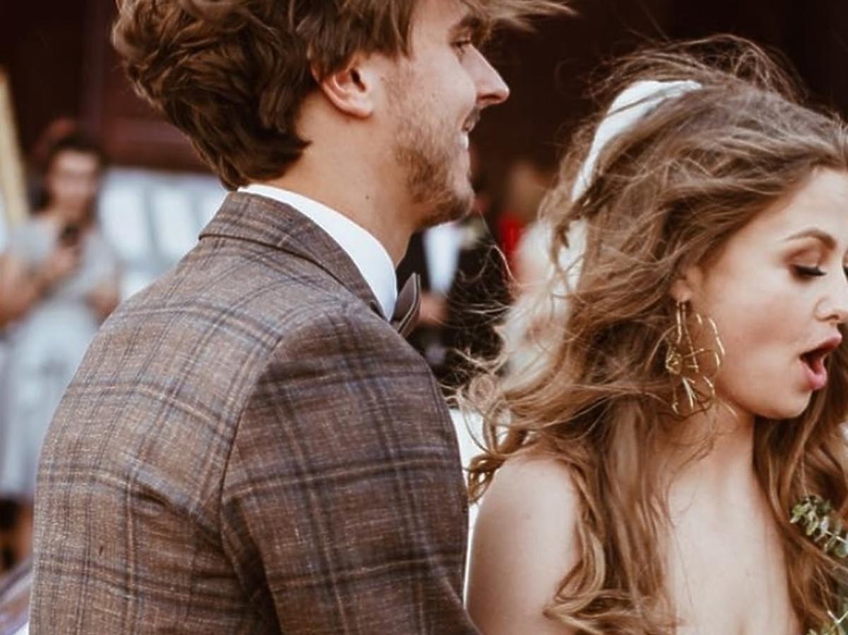 """Anna Karczmarczyk potwierdziła: """"Mąż i Żona!"""" Pokazała suknię ślubną w całej okazałości!"""