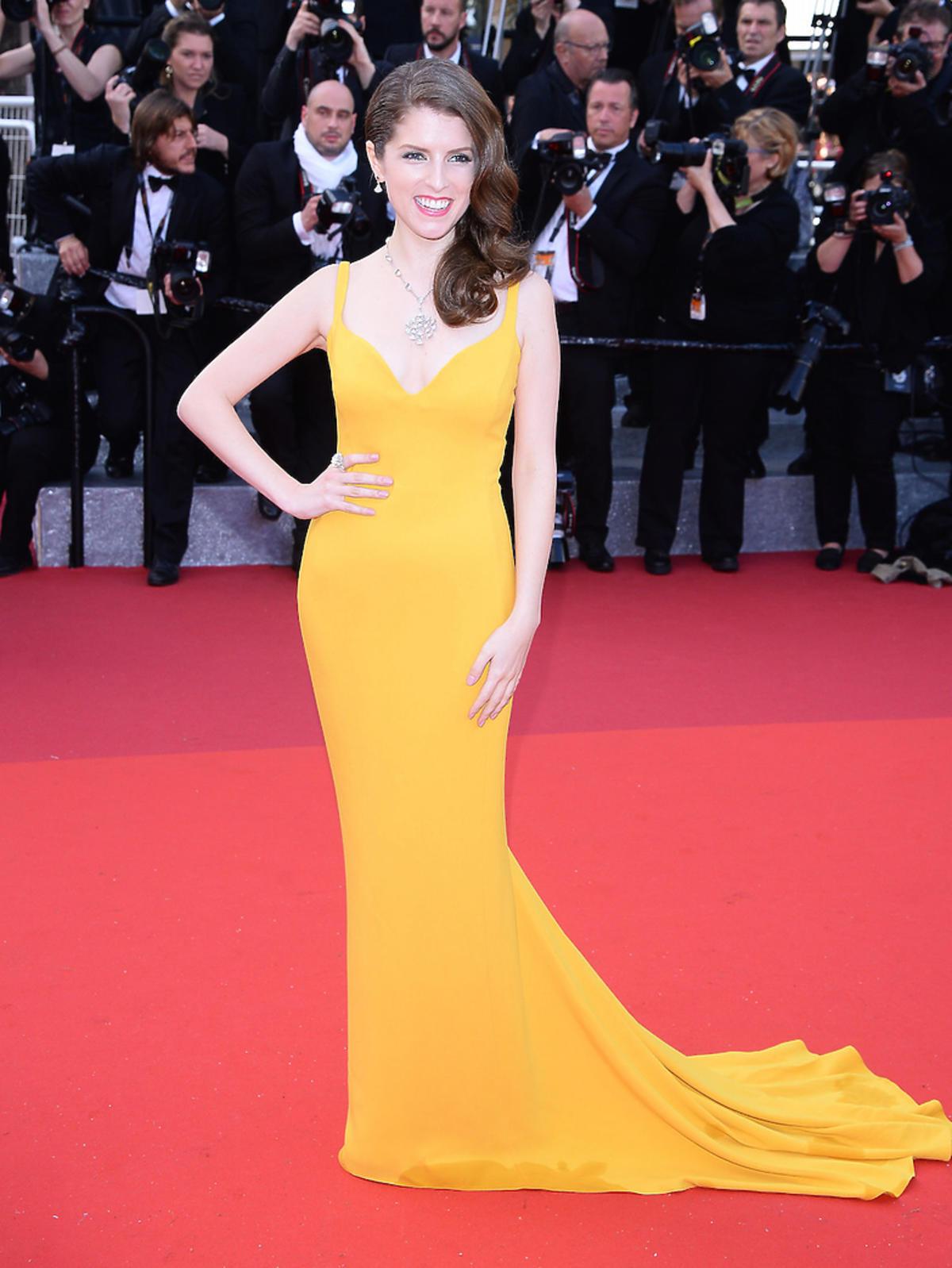Anna Kendrick w żółtej sukni