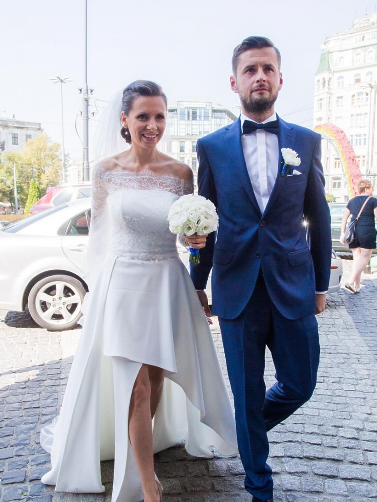Anna Kerth w ślubnej sukni i Michał Gosiewski