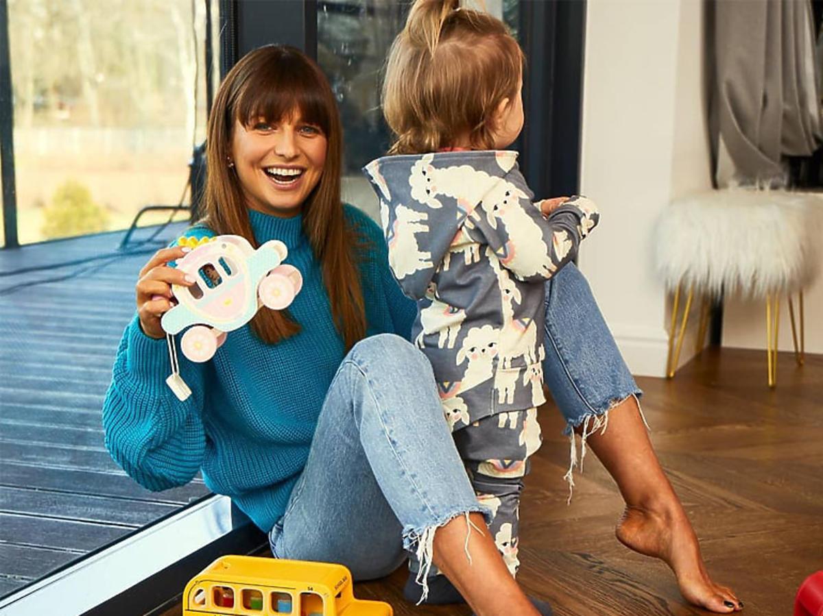 Anna Lewandowska bawi się z córką Klarą