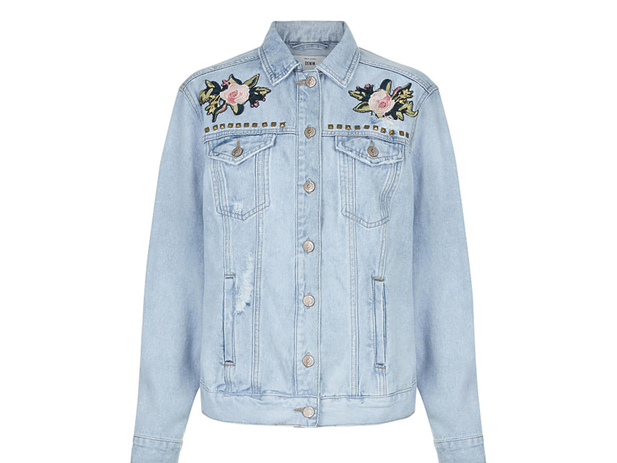 Anna Lewandowska dżinsowa kurtka z naszywkami hafty cena Mohito Zara Topshop H&M New Look