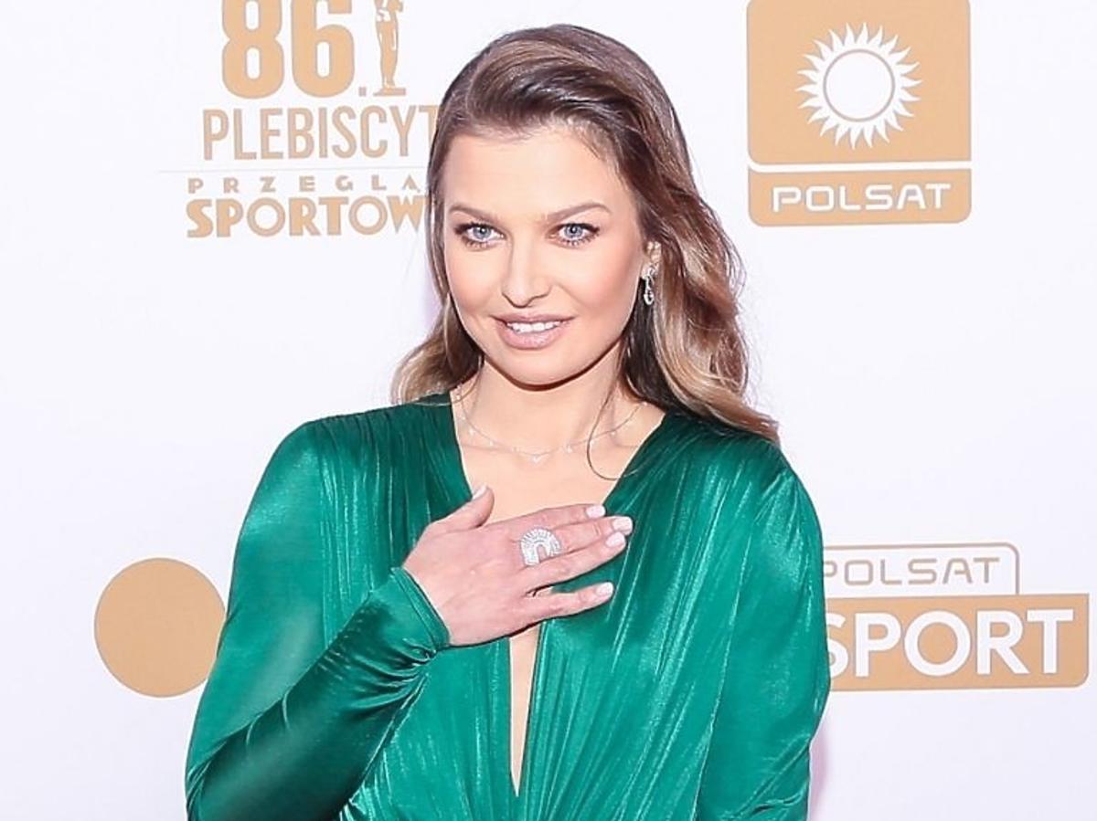 Anna Lewandowska eksponuje biżuterię na Gali Mistrzów Sportu