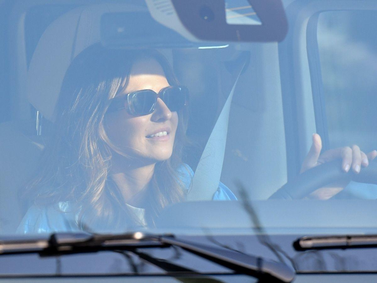 Anna Lewandowska jedzie samochodem