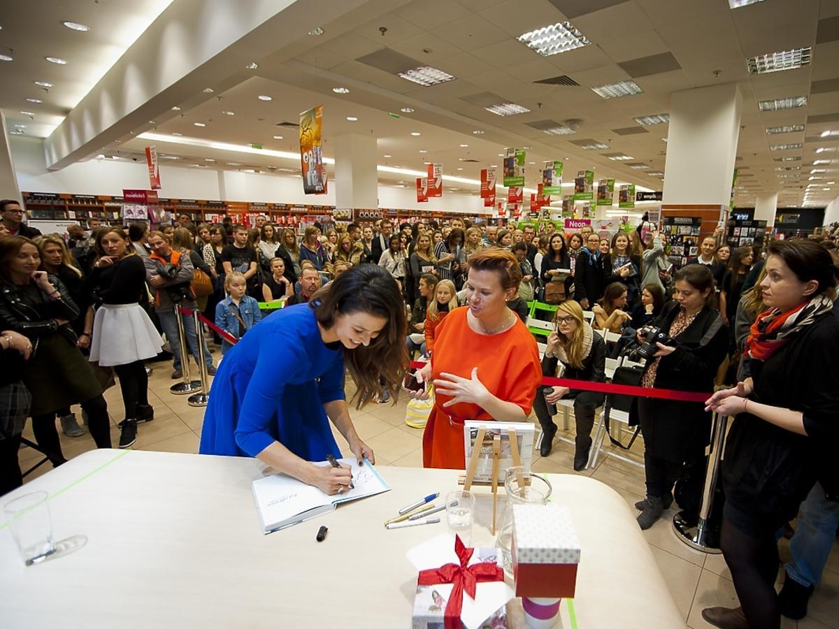 Anna Lewandowska na promocji książki w Empiku w Arkadii