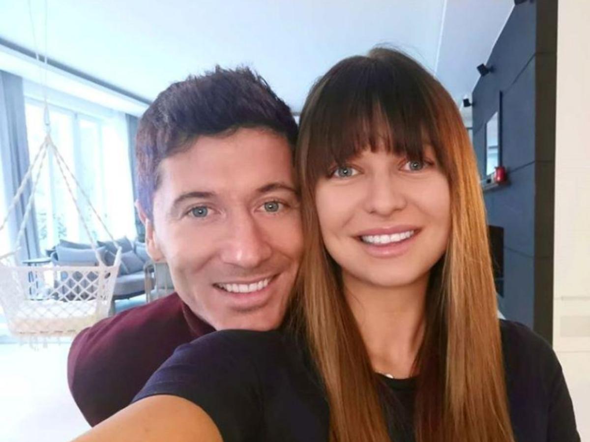 Anna Lewandowska pozuje z mężem
