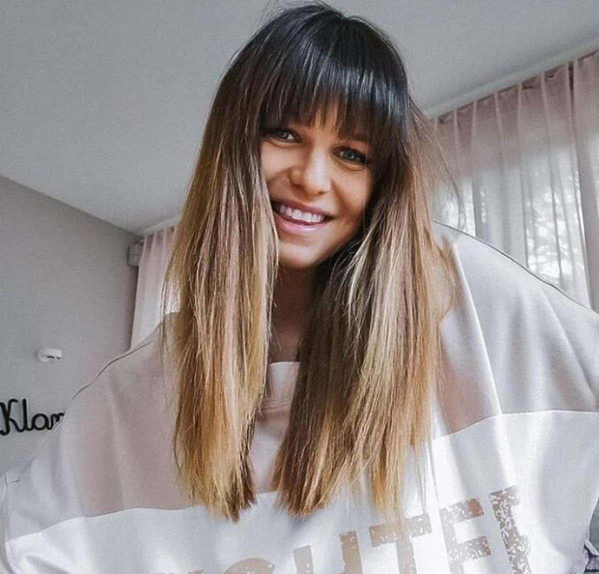 Anna Lewandowska w beżowej bluzie