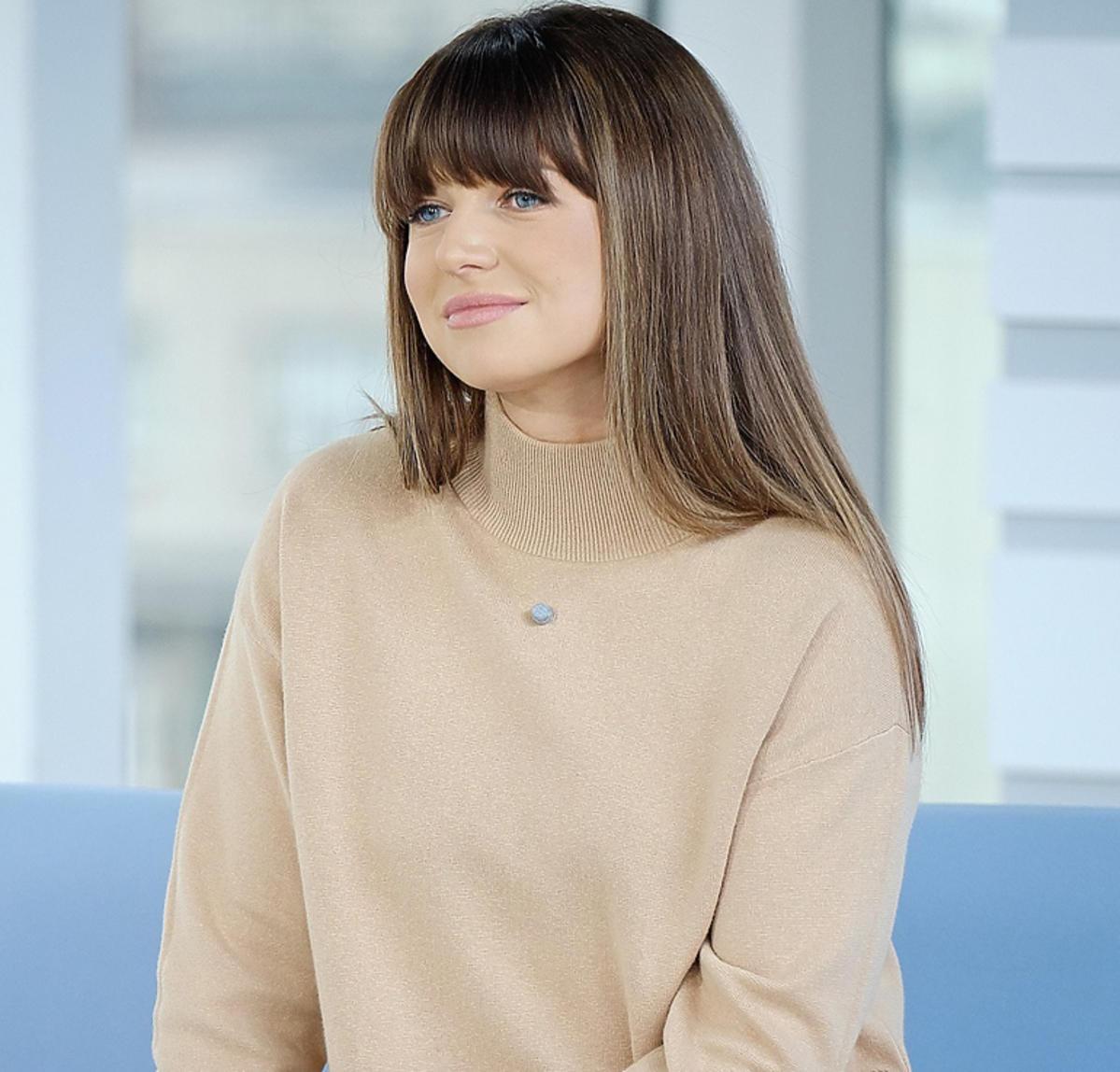 Anna Lewandowska w beżowej swetrze