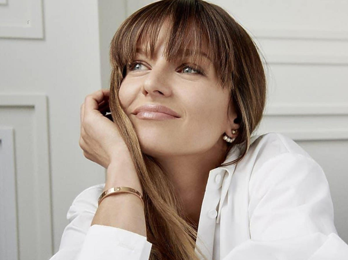 Anna Lewandowska w białej koszuli