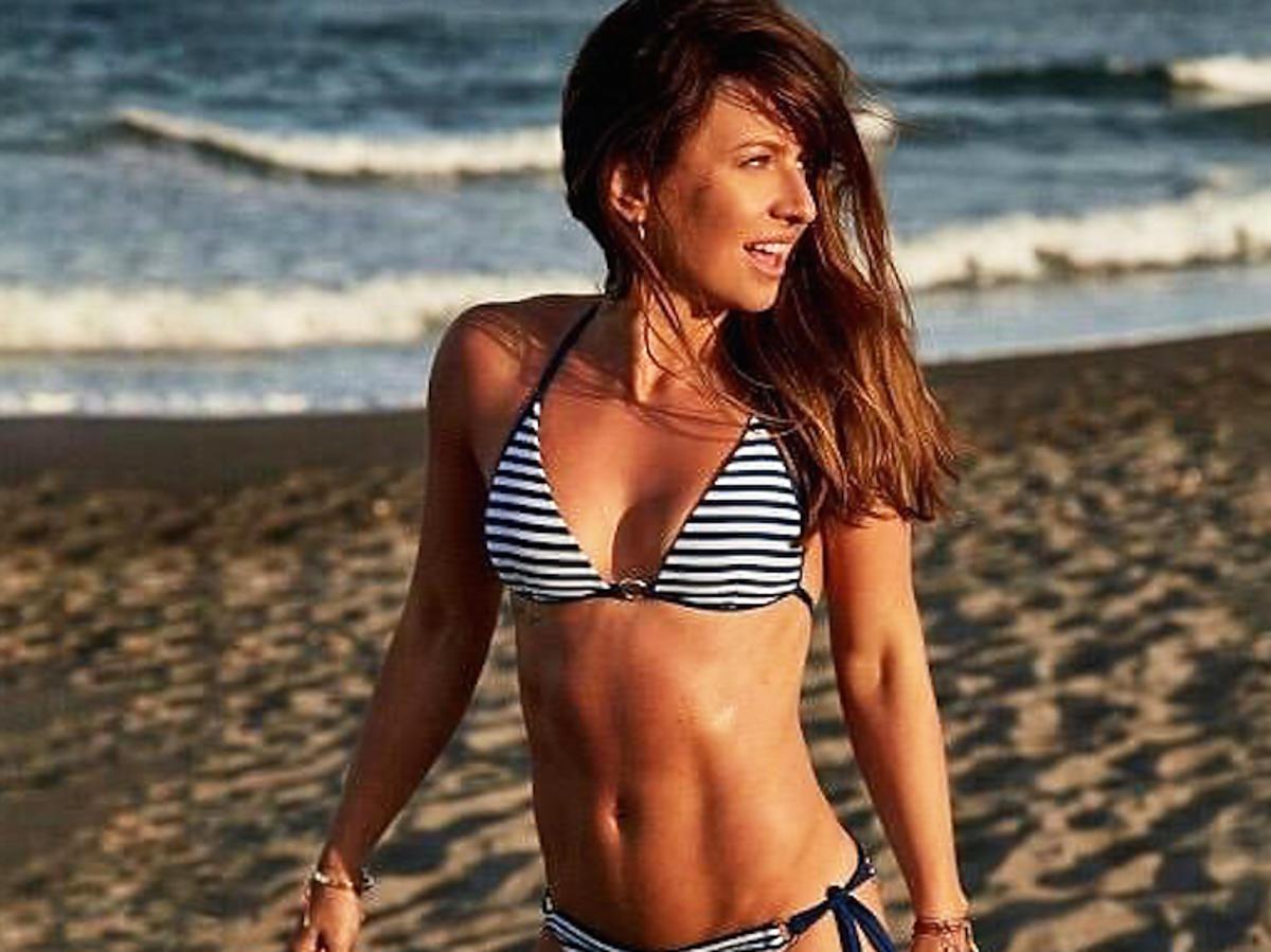Anna Lewandowska w bikini na plaży