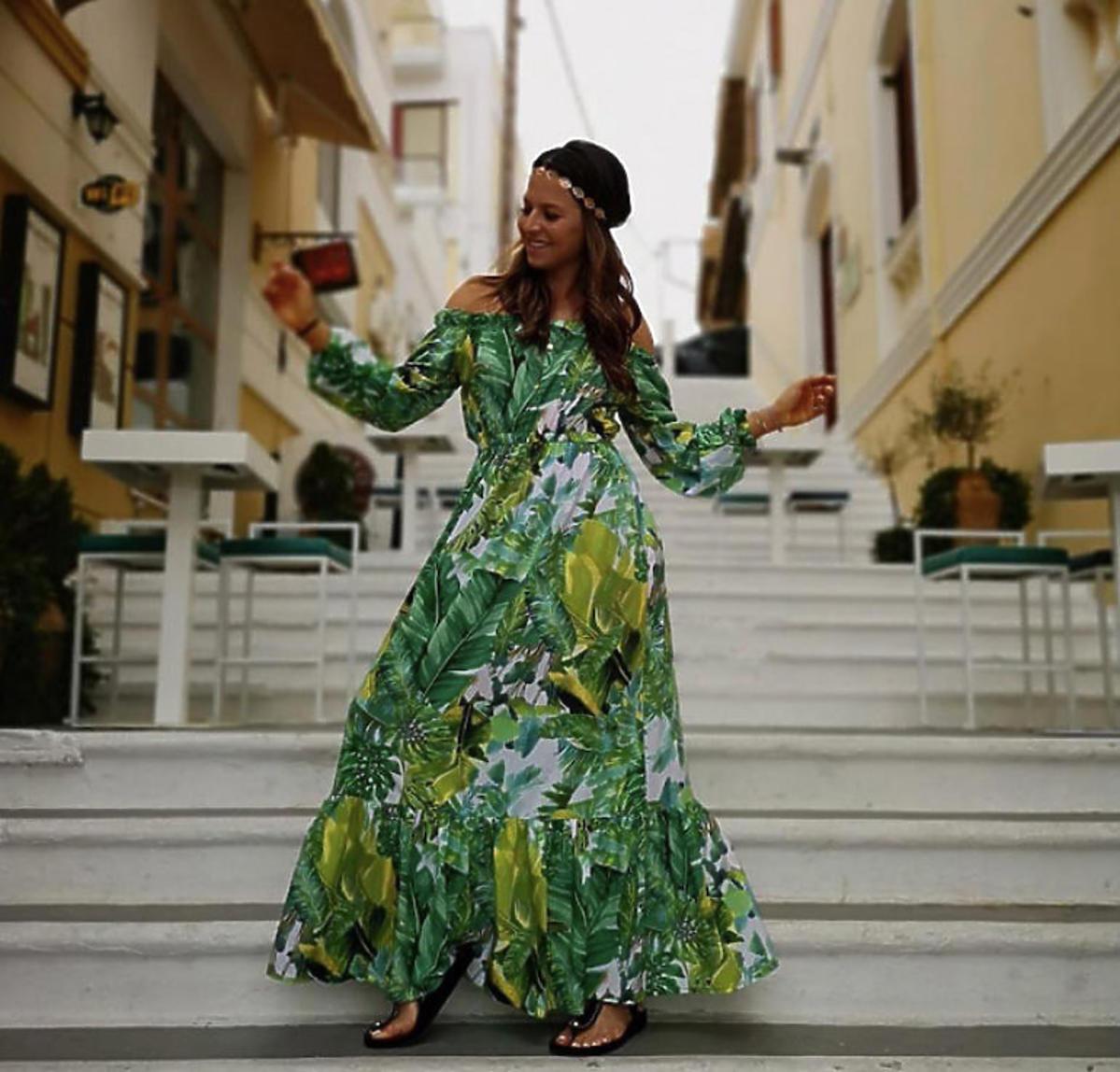 Anna Lewandowska w długiej sukni w zielone liście
