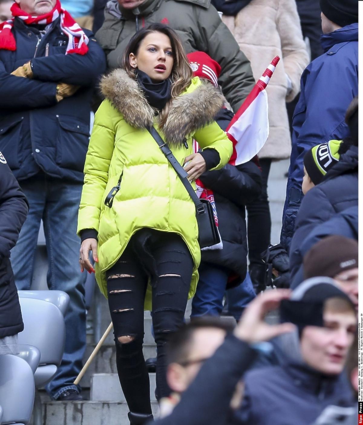 Anna Lewandowska w dziurawych spodniach