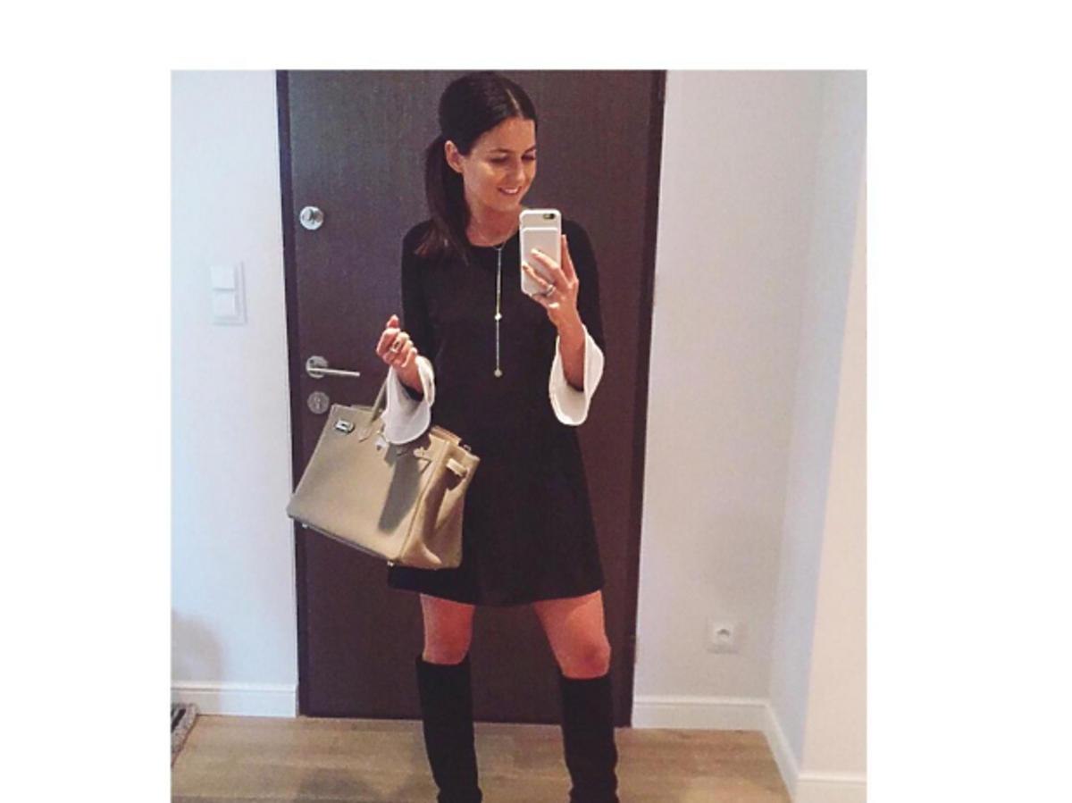 Anna Lewandowska w krótkiej czarnej sukience Sylwia Majdan z dużą torbą