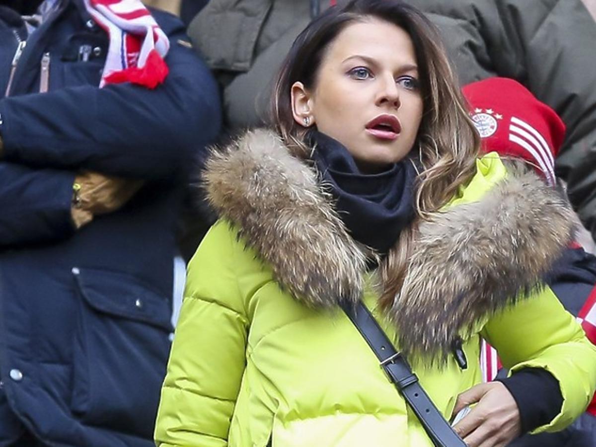 Anna Lewandowska w limonkowej kurtce