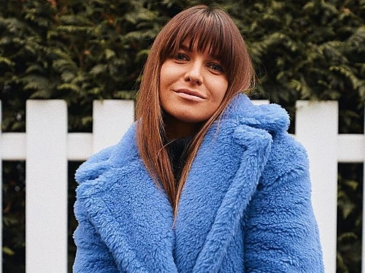 Anna lewandowska w niebieskim futerku