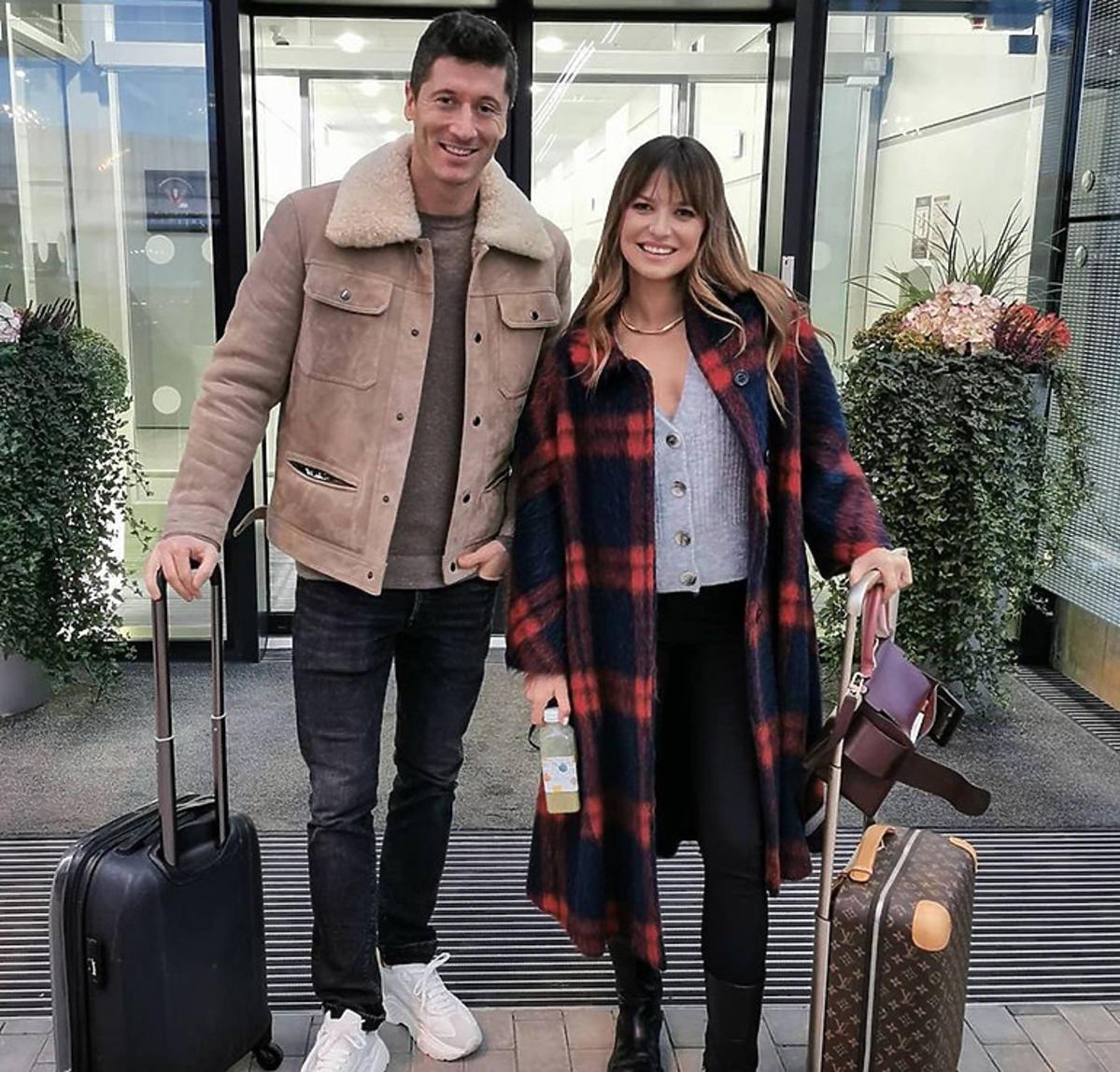 Anna Lewandowska w płaszczu w kratę od Valentino