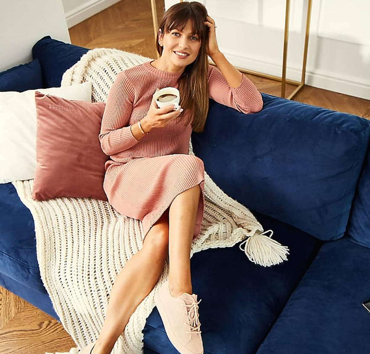 Anna Lewandowska w różowej sukience Reserved