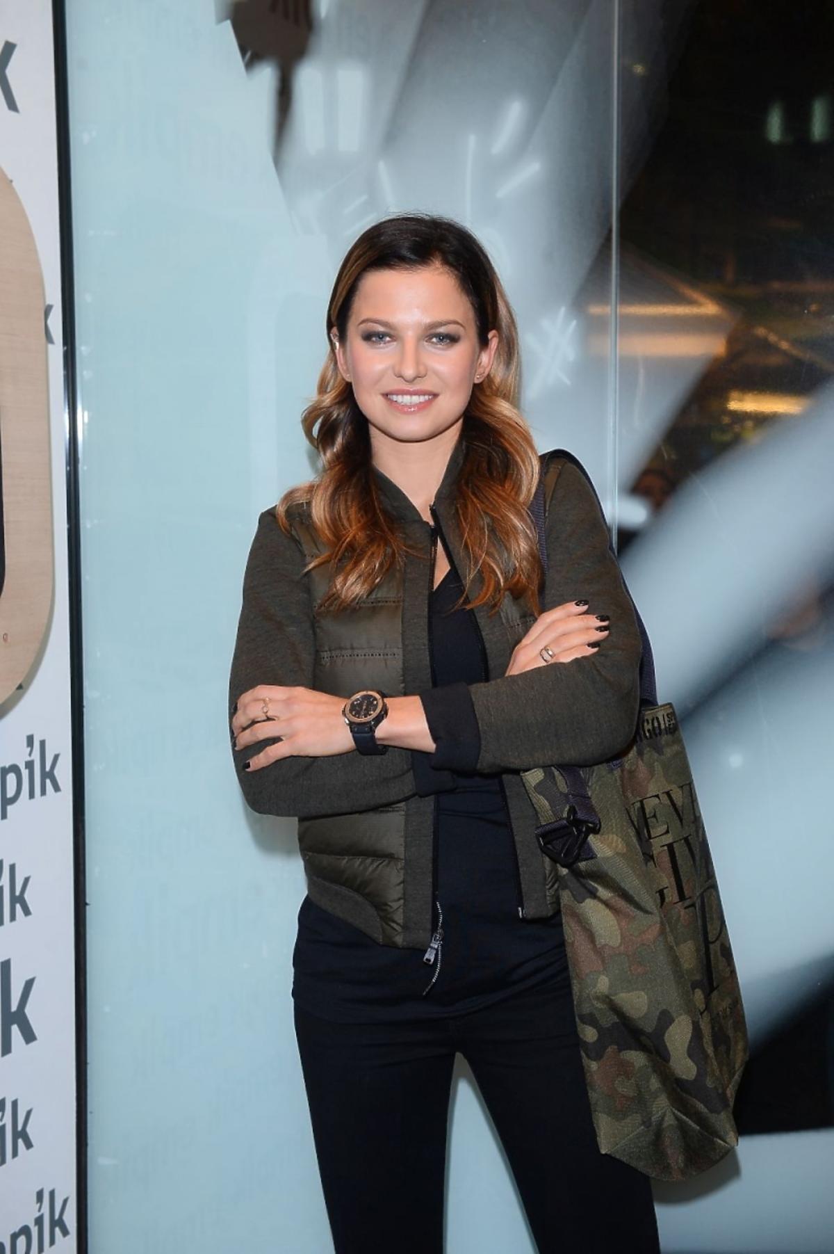 Anna Lewandowska w zielonej kurtce