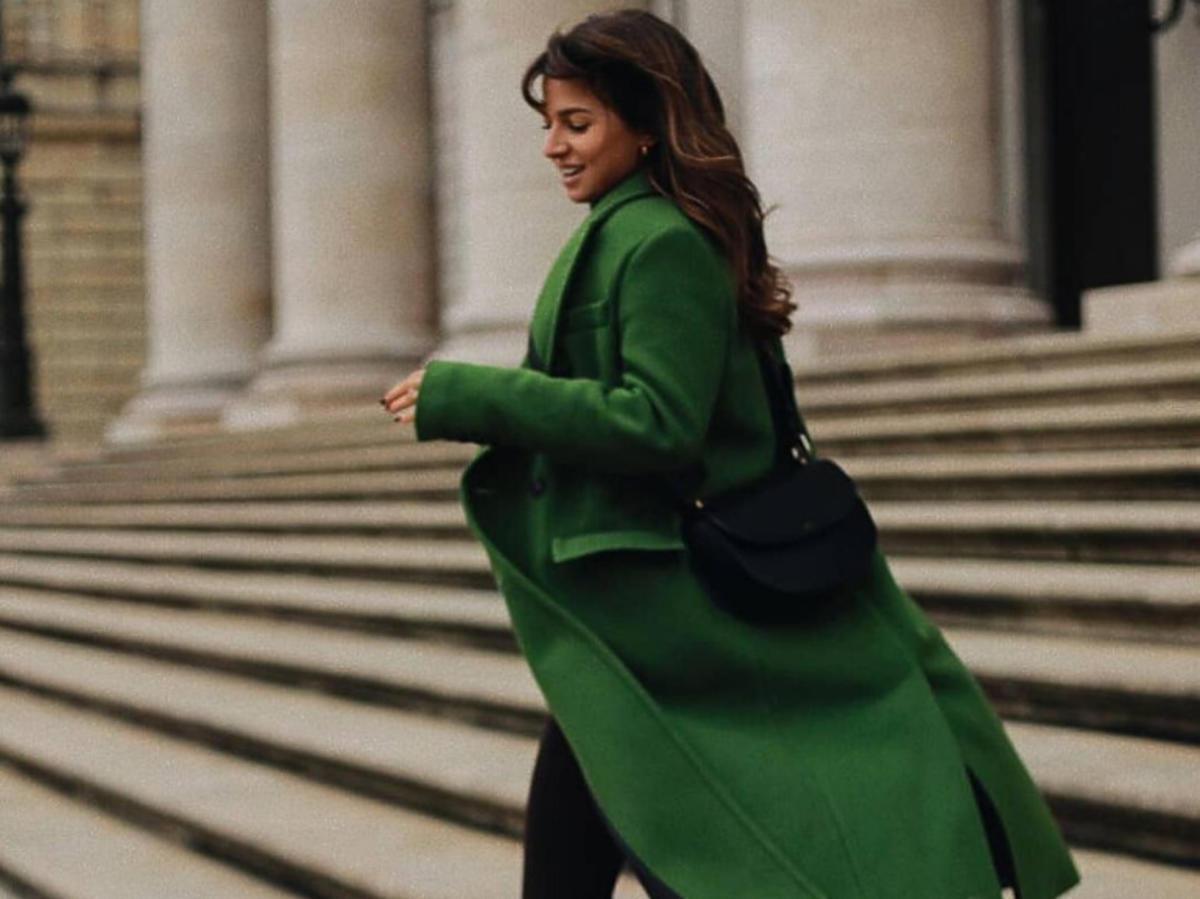 Anna Lewandowska w zielonym płaszczu